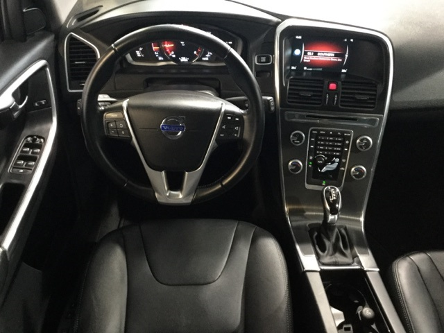 Pre-Owned 2016 Volvo XC60 T6 Drive-E